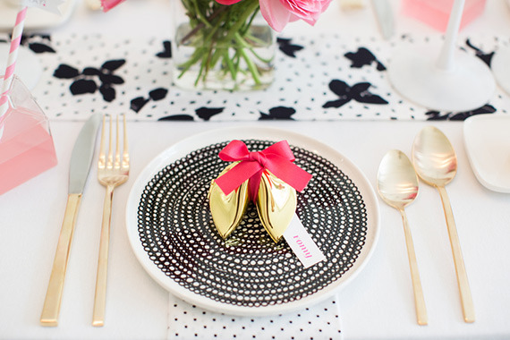 hot-pink-black-and-white-party-ideas-2