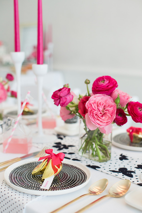 hot-pink-black-and-white-party-ideas-3